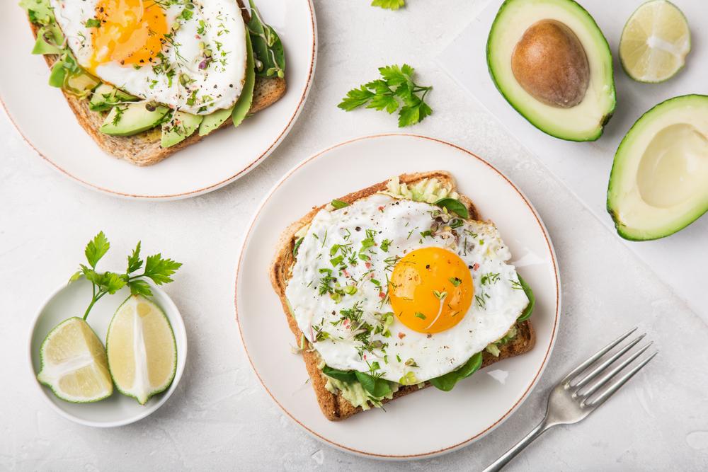 Cottura sous-vide delle uova per l'avocado toast